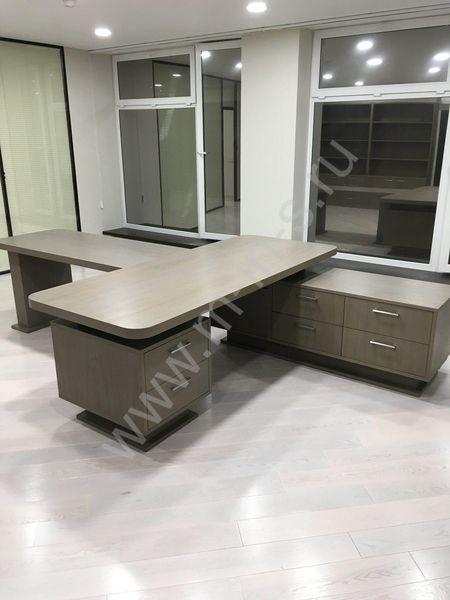 Как расположить мебель в кабинете руководителя?